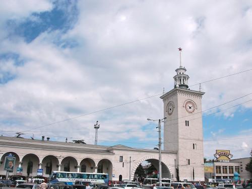 Закажите такси - минивэн от аэропорта Симферополя до Ялты по самым выгодным ценам 2016 на сайте компании «Минивэн Такси Сервис»